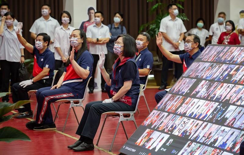 蔡英文為東京奧運代表團授旗  期勉臺灣選手用最好的表現鼓舞世界