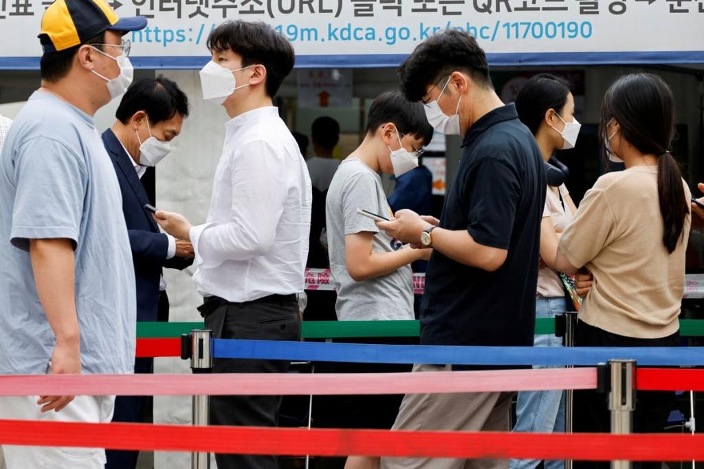南韓近日迎來連續七天單日確診數破千例的新一波疫情。(圖/路透社)