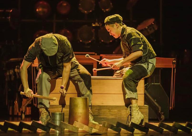 朱宗慶打擊樂團將以《世界聚擊》為主題,邀請國內外演奏家「開房間」舉辦三場線上演奏會,首場將於7月16日登場。(圖為樂團演出《泥巴》/朱宗慶...