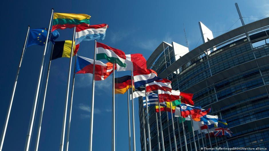 歐盟今(16)日宣布,成員國捐贈逾300萬疫苗,其中斯洛伐克捐台1萬劑新冠疫苗。(圖/美聯社)