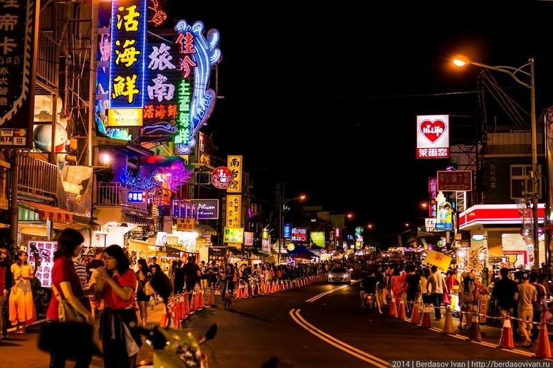 Kenting Street Night Market (Wikimedia Commons, berdasovivan, CC BY-SA 3.0 photo)