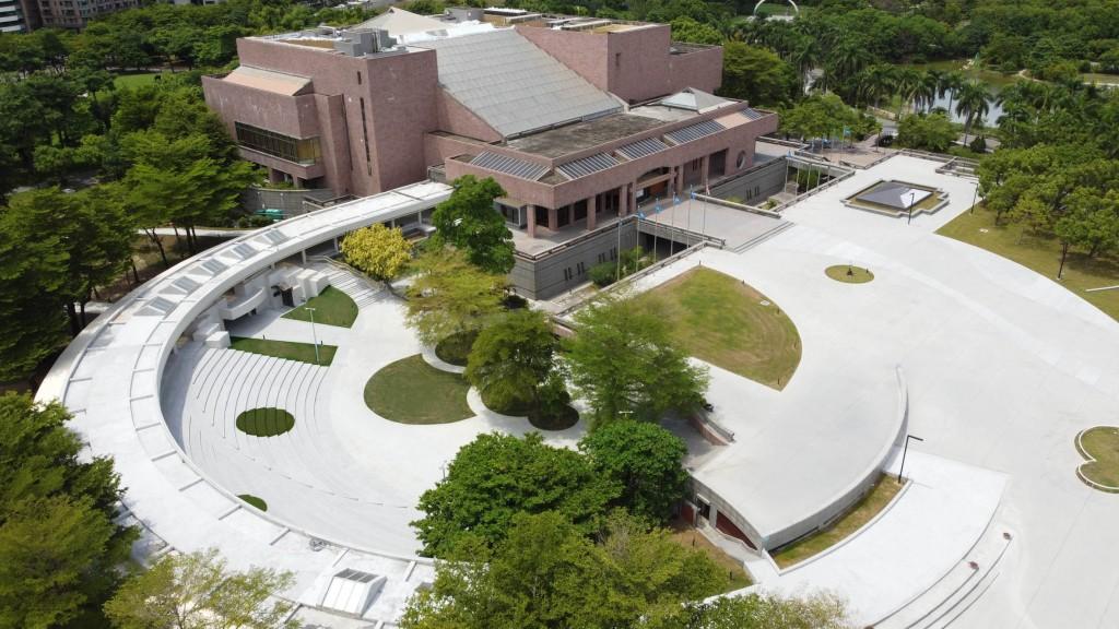 日本當代藝術家奈良美智高雄特展開放預約首日創佳績,兩週的場次在20分鐘內全數預約額滿。(圖/高美館)