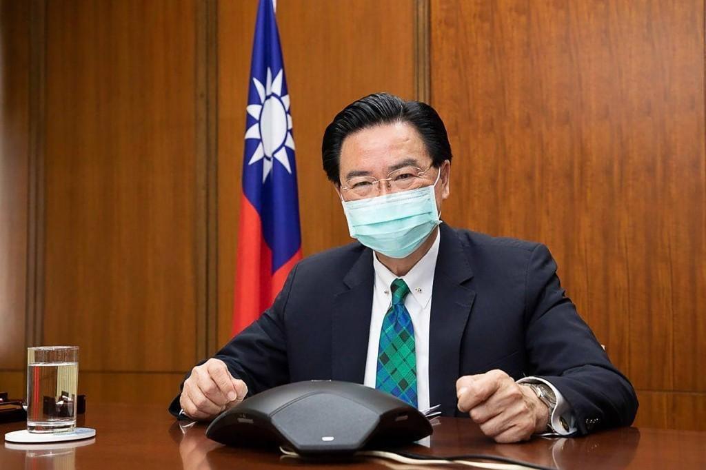 外交部長吳釗燮今(20)日在線上記者會說明台灣將於立陶宛設立辦事處一事。(圖/中央社)