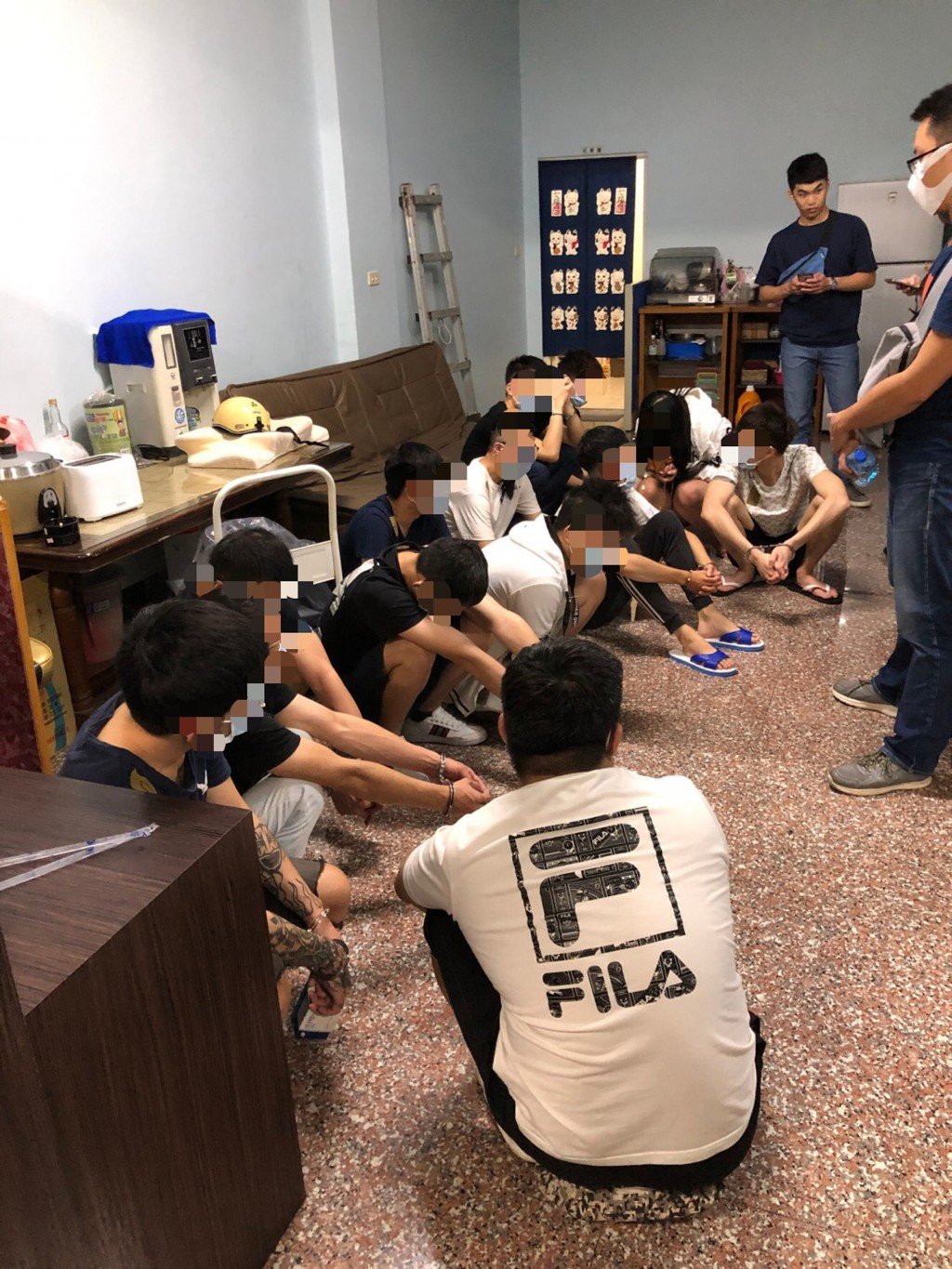 An engineer in the U.S. helped police nab a fraud ring at a Pingtung County hotel.