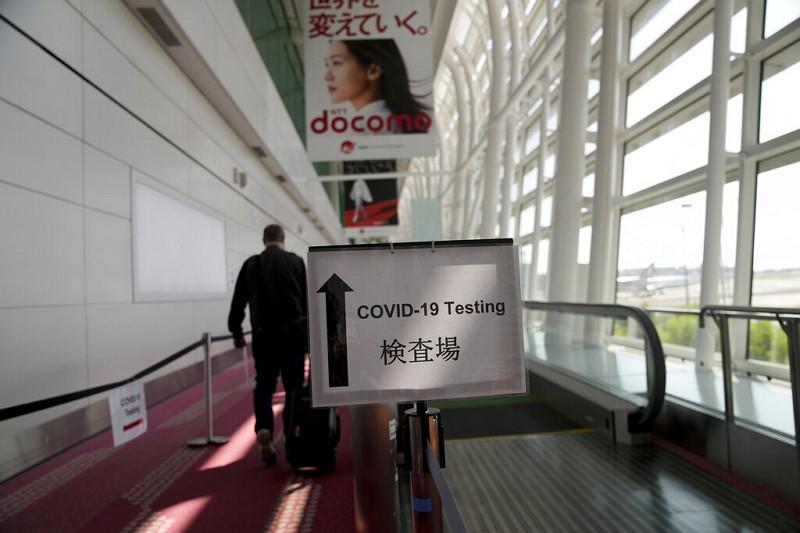東京機場入境者篩檢導引(圖/AP)