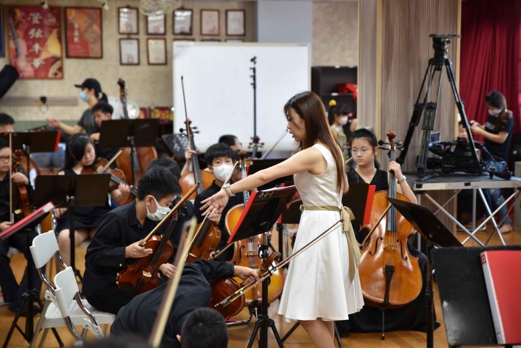 (110師鐸獎)大豐國小林筱筠-以「讓世界聽見臺灣」為使命。(照片由新北市教育局提供)
