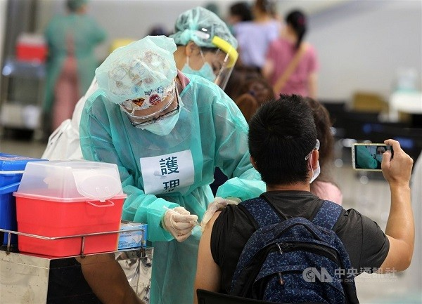 Taiwan CECC mulls trials on mixing domestic COVID vaccine with others