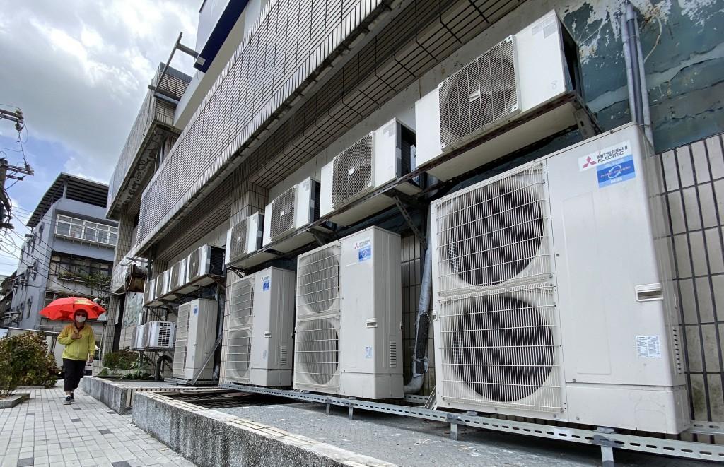 行政院長蘇貞昌22日宣布,取消7月夏月電價,只有單月用電1000度以上的用戶才適用夏月電價。