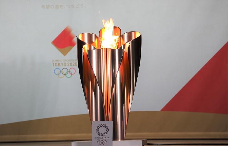 日本東京奧運開幕式將在23日晚間於東奧主場館國立競技場舉行,目前開幕表演內容保密到家。圖為22日晚間東京都港區芝公園的聖火。中央社