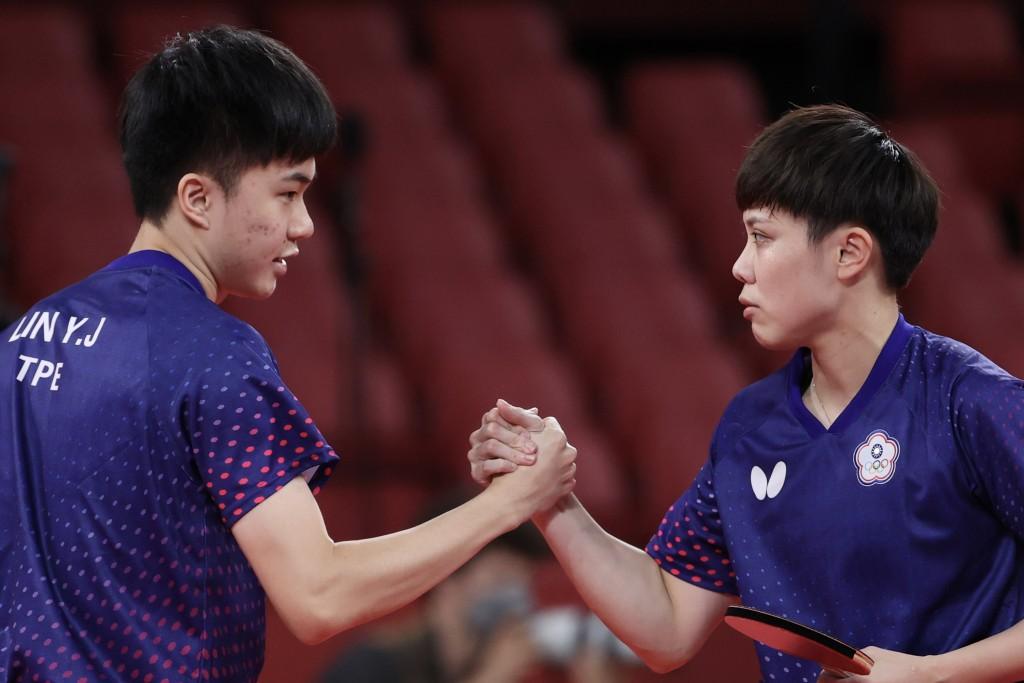 台灣桌球「黃金混雙」林昀儒(左)、鄭怡靜(右)25  日在2020東京奧運桌球混雙8強,順利擊敗南韓的李尚 洙、田志希,晉級4強。