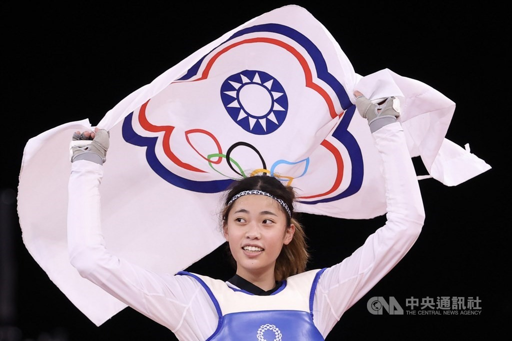 年僅19歲的台灣跆拳道女將羅嘉翎首闖奧運,25日成功拿下東京奧運跆拳道女子57公斤級銅牌。(圖/中央社)