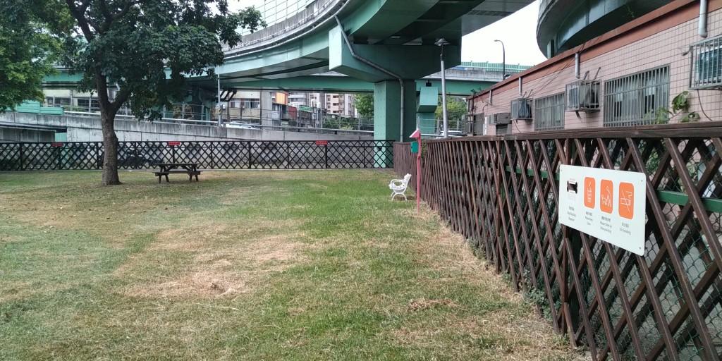 台灣將於明(27)日將至二級警戒,狗公園、建國假日花市等處都將有條件開放(圖/台北市產發局)