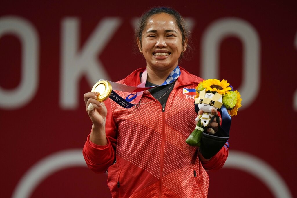 Weightlifter wins Philippines' 1st Olympic gold medal, foils China's plans for 8