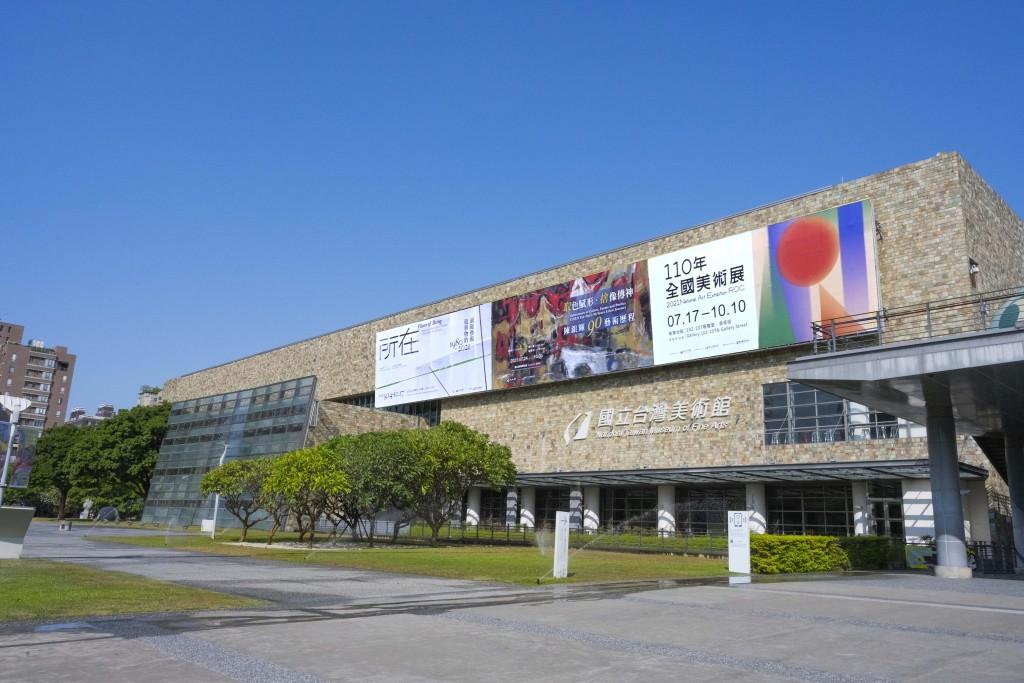 台中國美館自7月27日起開放民眾採預約制入場參觀,每時段提供300人預約參觀,另開放60個現場名額。(圖/國美館)