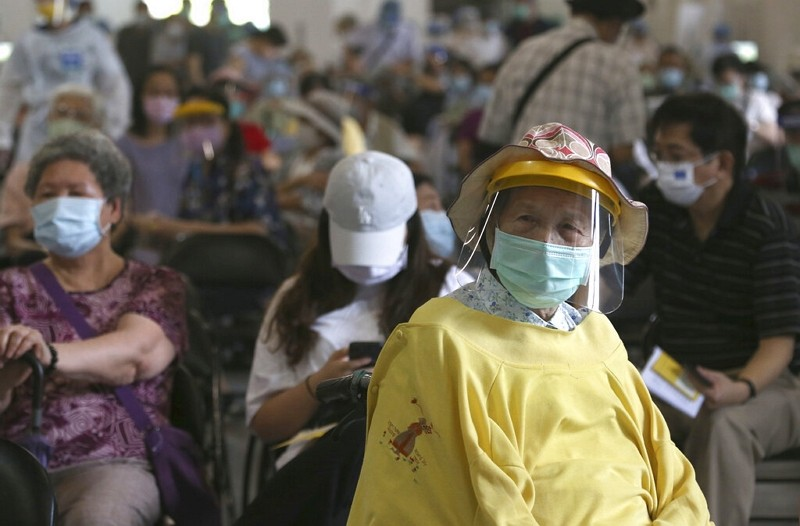 台北民眾接種疫苗(圖/AP)