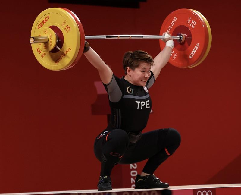 台灣好手陳玟卉27日晚間在東京奧運女子舉重64公斤級A組賽事登場,把握住3次抓舉機會,挑戰重量遞增,最後在抓舉項目繳出103公斤成績。中...