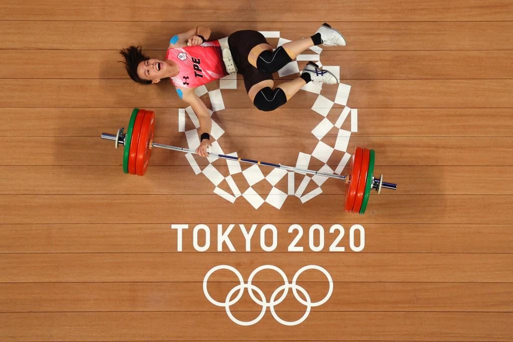 更新【日本東京奧運】台灣第一面金牌到手! 「舉重女神」郭婞淳抓舉挺舉與總和•共創3項奧運紀錄
