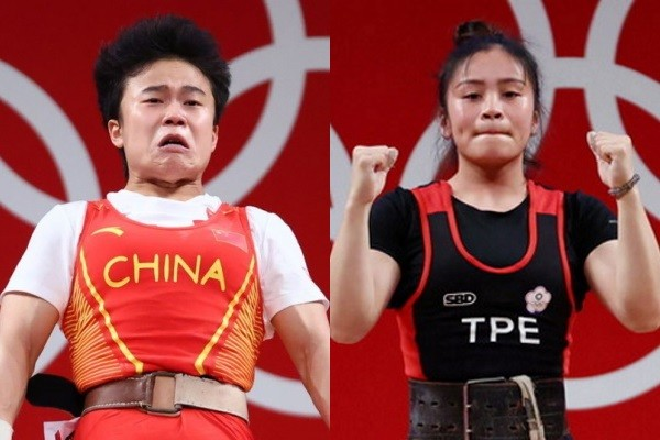 Hou (left), Fang (right) during women's49 kg weightlifting competition. (Reuters photos)