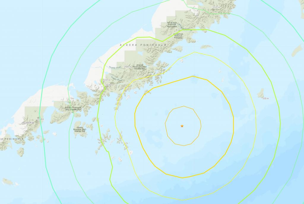 當地時間28日晚上10點15分阿拉斯加州外海發生規模8.2級的淺層地震。(圖/美國地質調查局)
