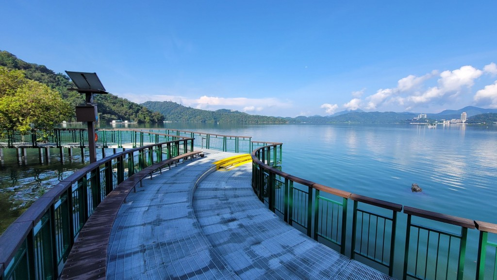 """A new pathway takes visitors closerto the """"Nine Frog Acrobats."""" (CNA, Sun Moon Lake Scenic Area photo)."""
