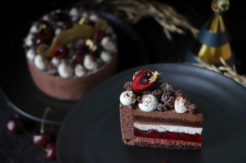 板橋凱撒「閃耀之父‧酒漬櫻桃黑森林蛋糕」 大人系微醺甜點
