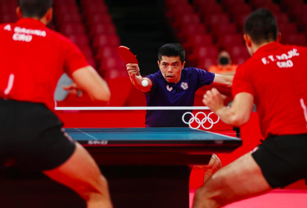 台灣桌球男團莊智淵、林昀儒、陳建安擊敗克羅埃西亞前進八強(圖/路透社)