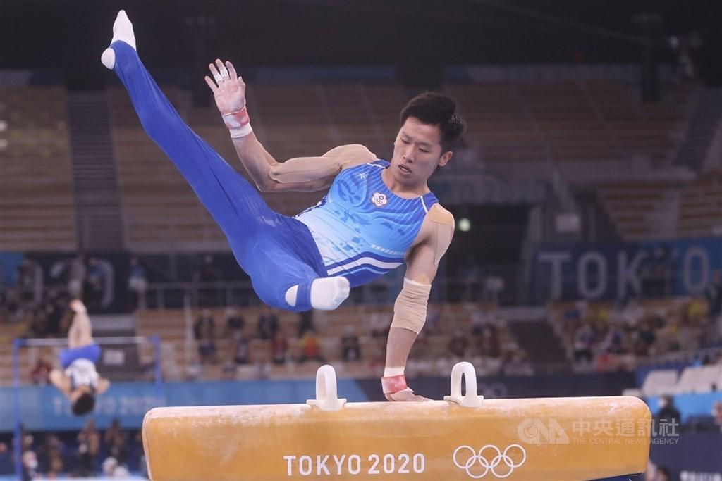 「鞍馬王子」李智凱曾在奧運跌倒,1日在東京奧運鞍馬決賽,全程展現拿手的「湯瑪士迴旋」動作,這次完美落地,拿下台灣奧運史上體操首面銀牌。(圖...