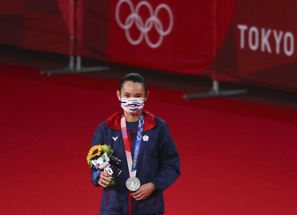世界第一球后戴資穎1日在東奧金牌戰中雖惜敗陳雨菲,卻也拿下台灣奧運史上第一面羽球女單獎牌。(路透社圖片)