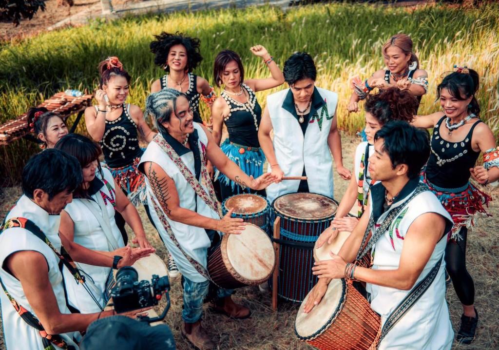 結合傳統非洲樂器與東西方音樂元素的嬉班子表演團隊