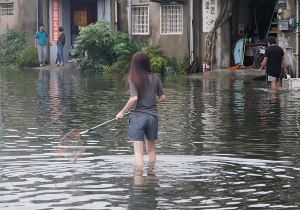 Farmers' association in south Taiwan faces double whammy of flooding warehouse, escaping fish
