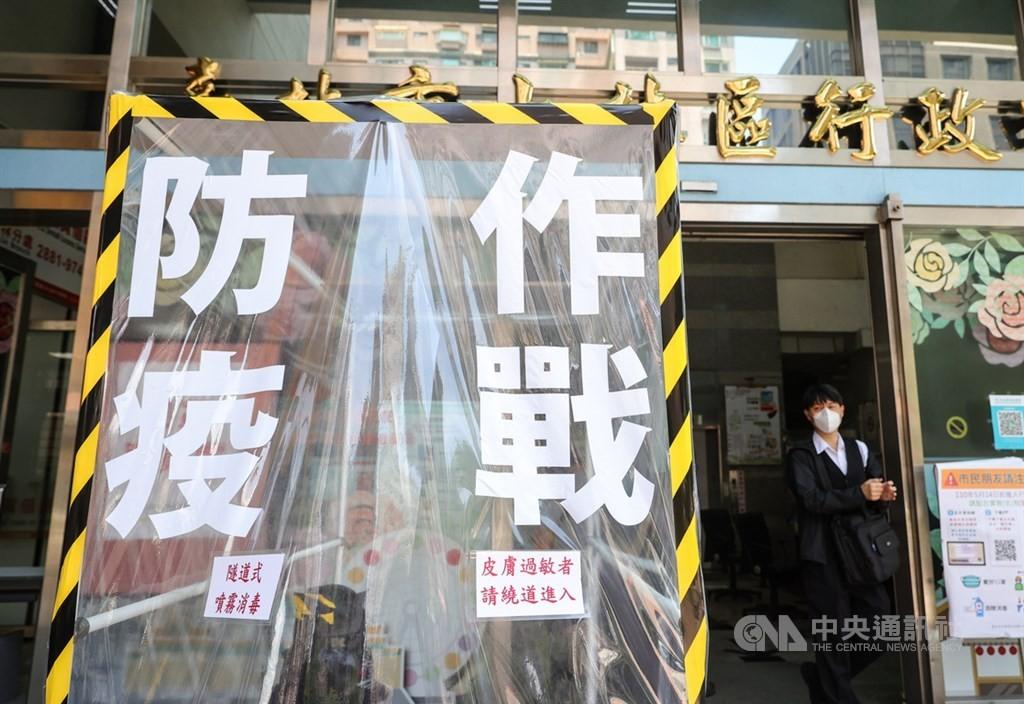 指揮中心指揮官陳時中表示,疫情沒有很大的變化,8月9日後沒有升降級的準備。(圖/中央社)