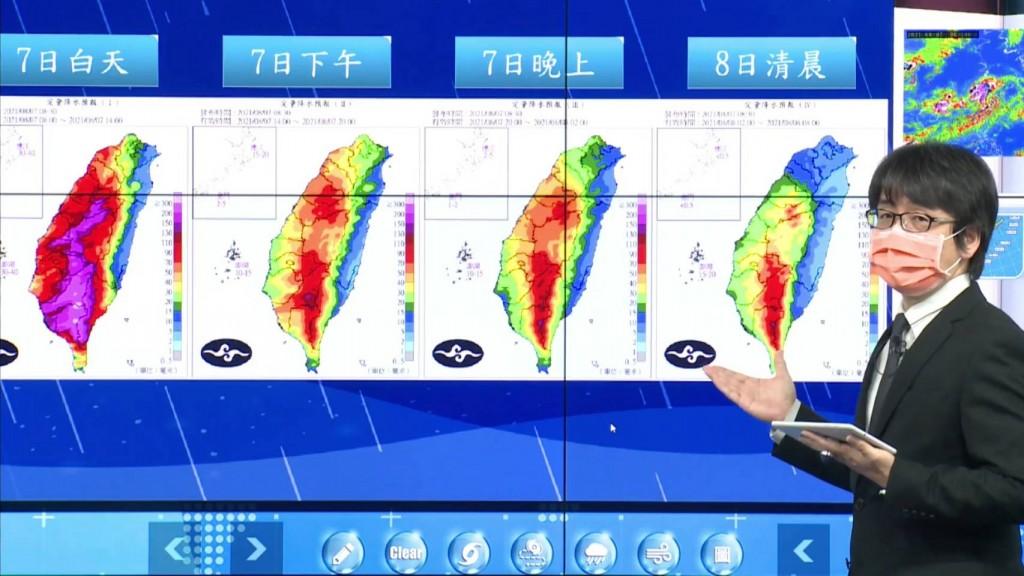 ▲7日雨勢最大且適逢大潮, 沿海及低窪地區慎防淹水 (中央氣象局8月7日上午1030記者會直播截圖)