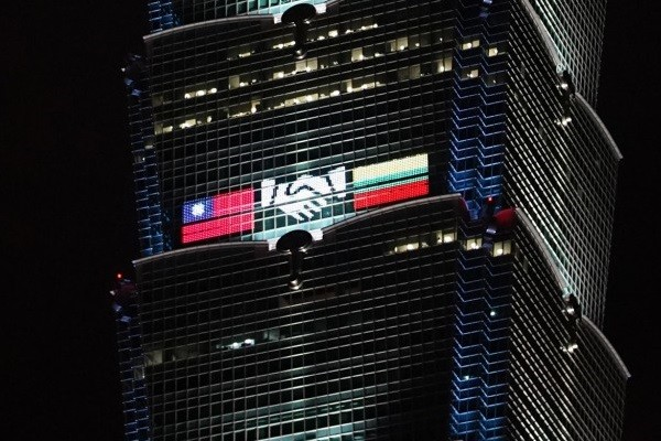 Light display on Taipei 101 depicts flags of Taiwan and Lithuania shaking hands.