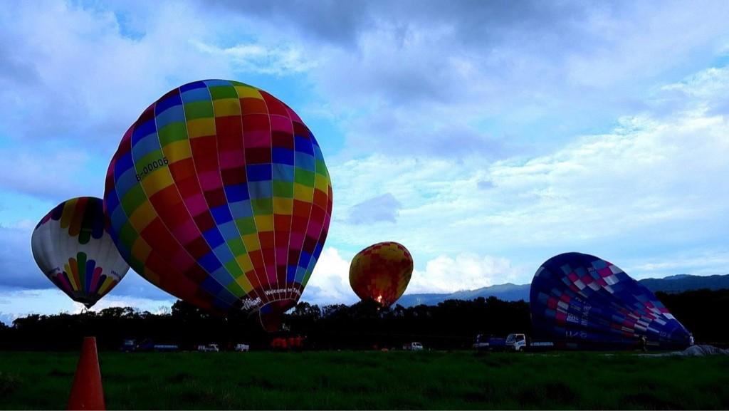 更新【10年來首見】東台灣國際熱氣球嘉年華 發生著火破洞事故