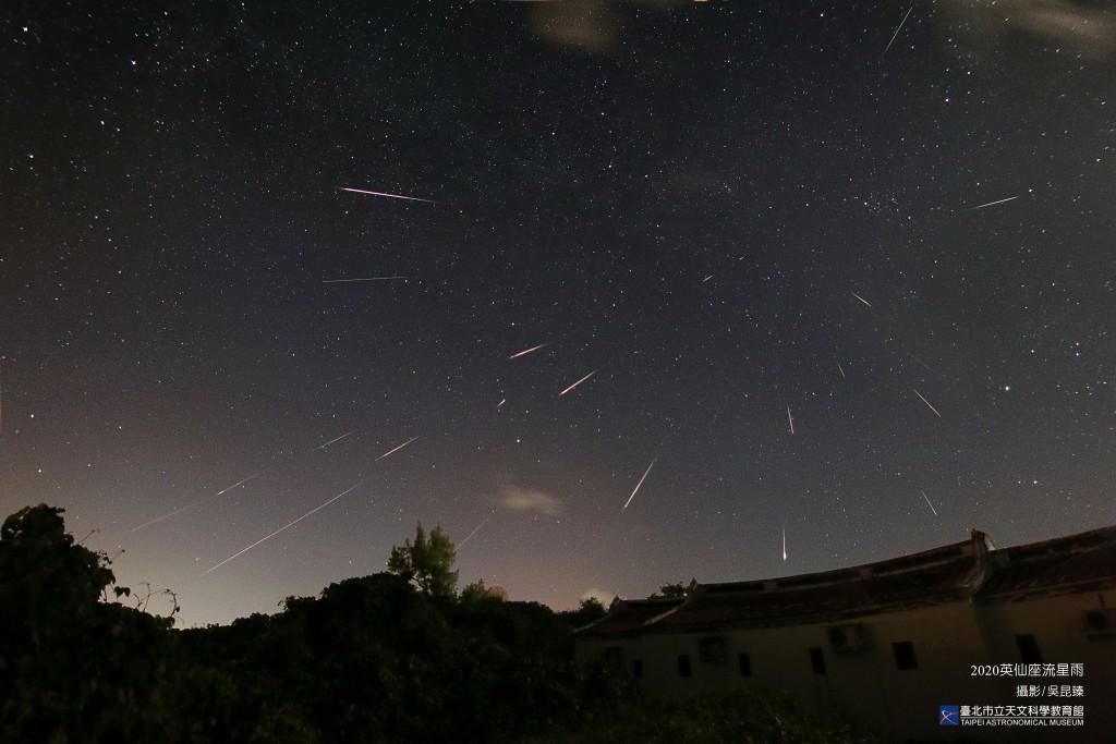 英仙座流星雨。(照片由台北天文館提供)