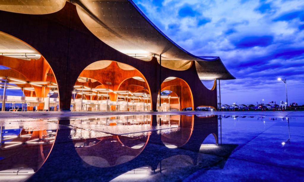 新竹漁港旁新地標「波光市集」已於8月10日起試營運。(圖/新竹市府)