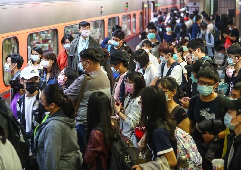 因應110年中秋疏運旅客需要,從9月17日起至9月22日止計6天,台鐵全線加開各級列車總計126班次。(圖/中央社)