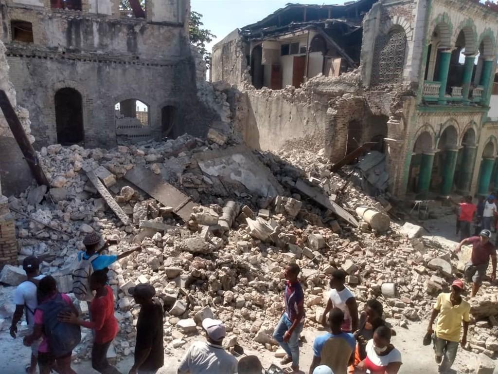 海地西南部14日上午約8時30分發生規模7.2極淺層強震,造成至少304死、1800傷。(圖/中央社)