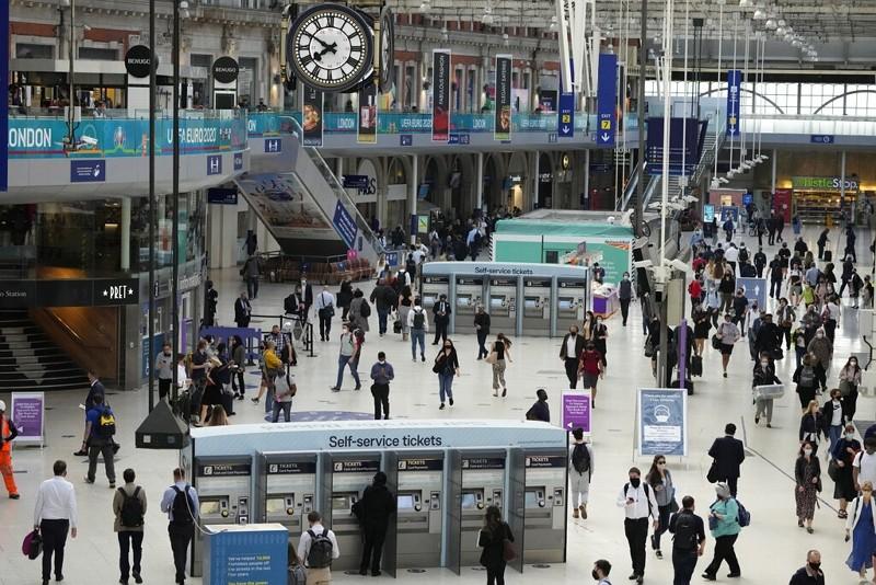 倫敦滑鐵盧車站(圖/AP)
