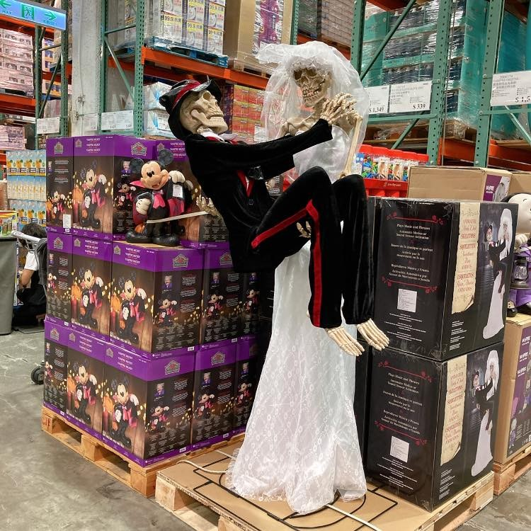 Skeletal 'Sonny & Cher' spook Taiwanese kids at Costco