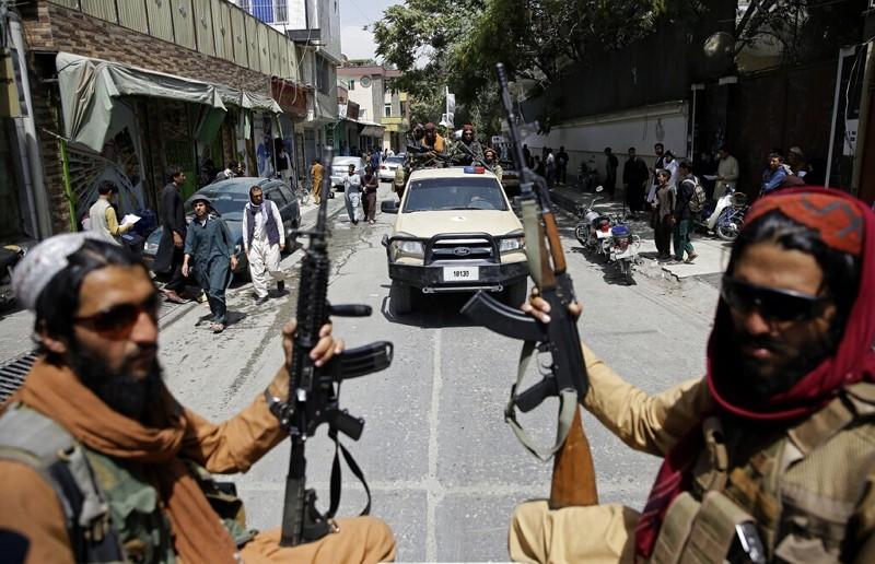 塔利班武裝份子巡邏喀布爾(圖/AP)