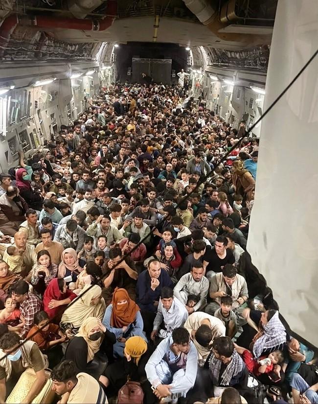 險象環生 阿富汗孕婦緊急在美軍運輸機產子