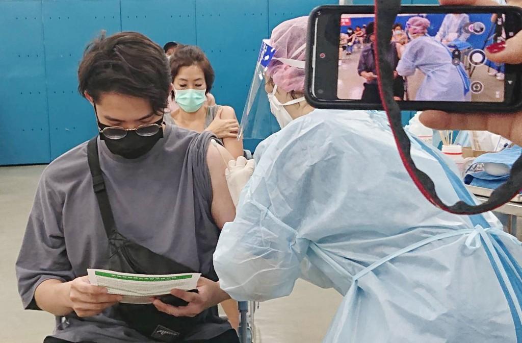 【最新】台灣國產高端疫苗23日開打•桃園基隆新北6人接種後死亡 確切死因與關聯待釐清