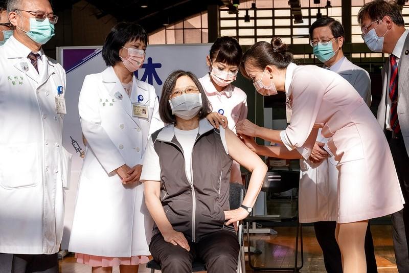 總統蔡英文接種高端疫苗(圖/總統府)