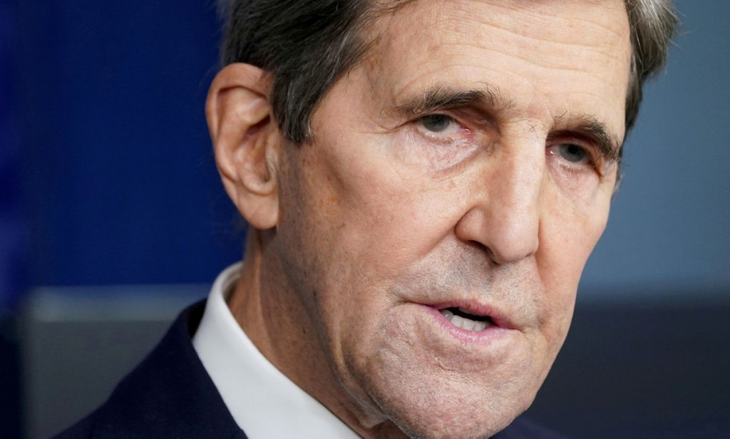 U.S. climate envoy John Kerry speaks at a press briefing at the White House in Washington, U.S., January 27, 2021. REUTERS/Kevin Lamarque//File Photo/...