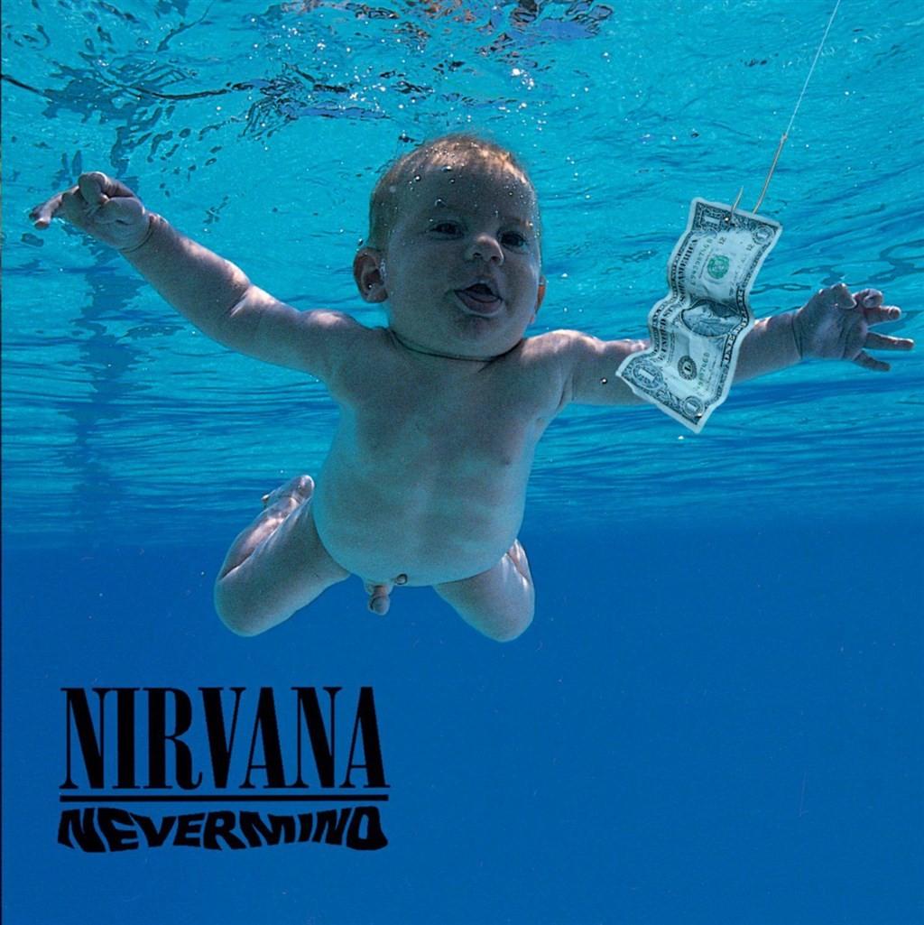 美國傳奇樂團Nirvana30年前爆紅的專輯《Nevermind》封面中,游向鈔票的裸體嬰兒長大後向法院控告照片涉及兒童性剝削。(圖取自f...