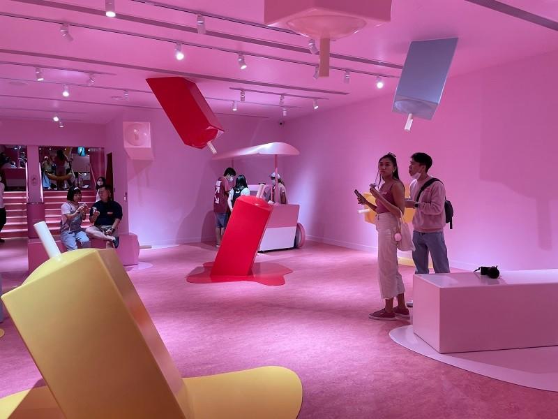 新加坡的冰淇淋博物館,成為當地最新熱門景點,圖為館內一個以冰棒為主題的展示空間。中央社
