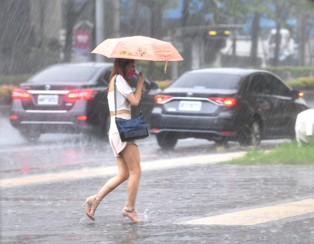Autumn will see more rain and higher temperatures than average, with one or two typhoons.