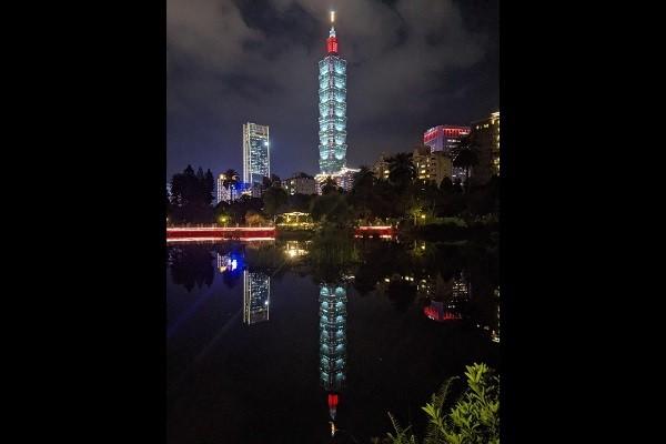 Taipei 101 reflected in water at night. (Cindy Wang photo)