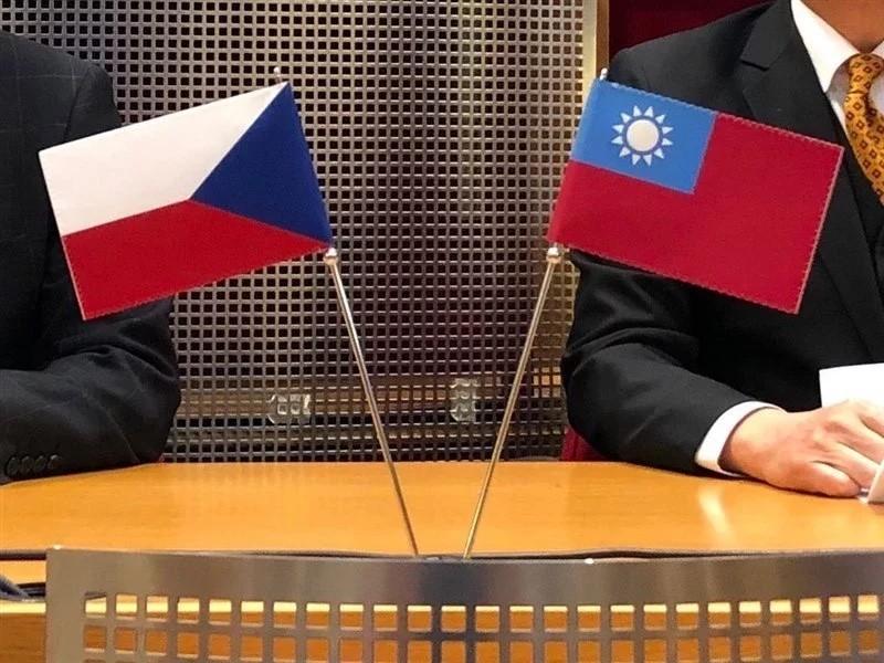 台灣與捷克往來持續深化多年,捷克捐贈的3萬劑莫德納疫苗今於8月29日送至台灣。(圖/中央社)